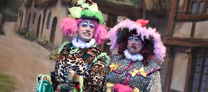 Ugly sisters Credit Dave Gillespie